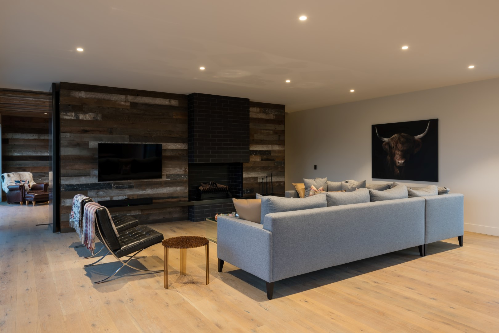 kumeu-residence-arcline-architecture-living-wooden-flooring-couches (2)