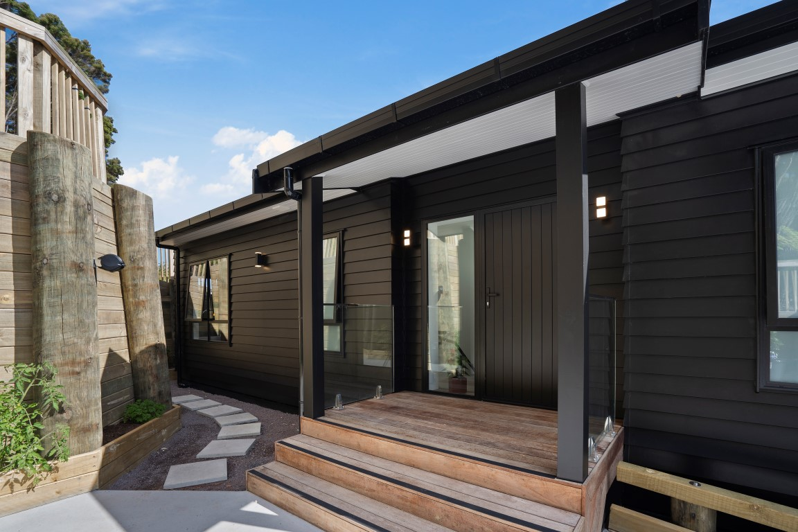 black-house-two-storey-russell-arcline-architecture