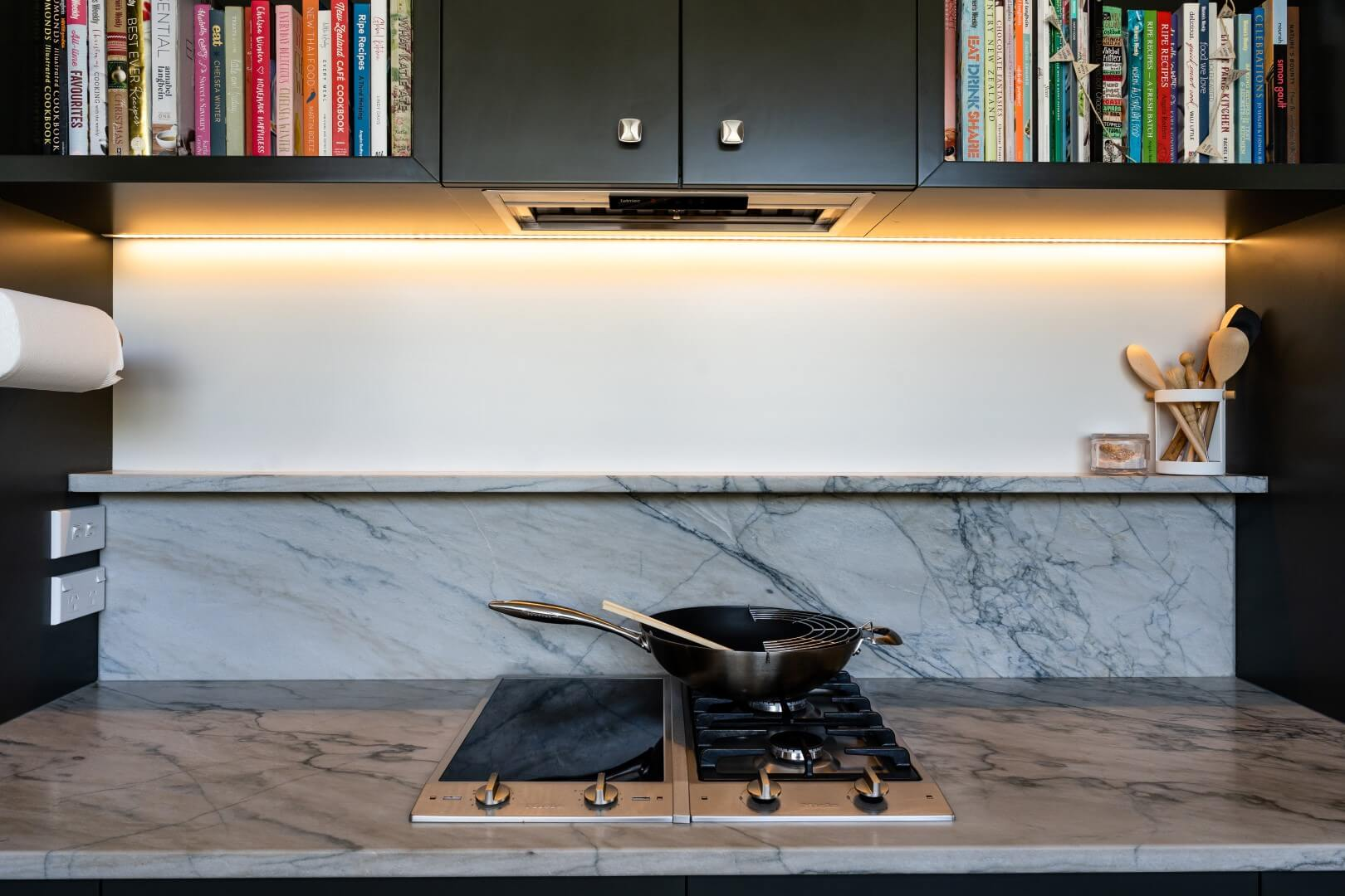 scullery-hobs-gas-cook-books-stone-splashback-arcline-architecture
