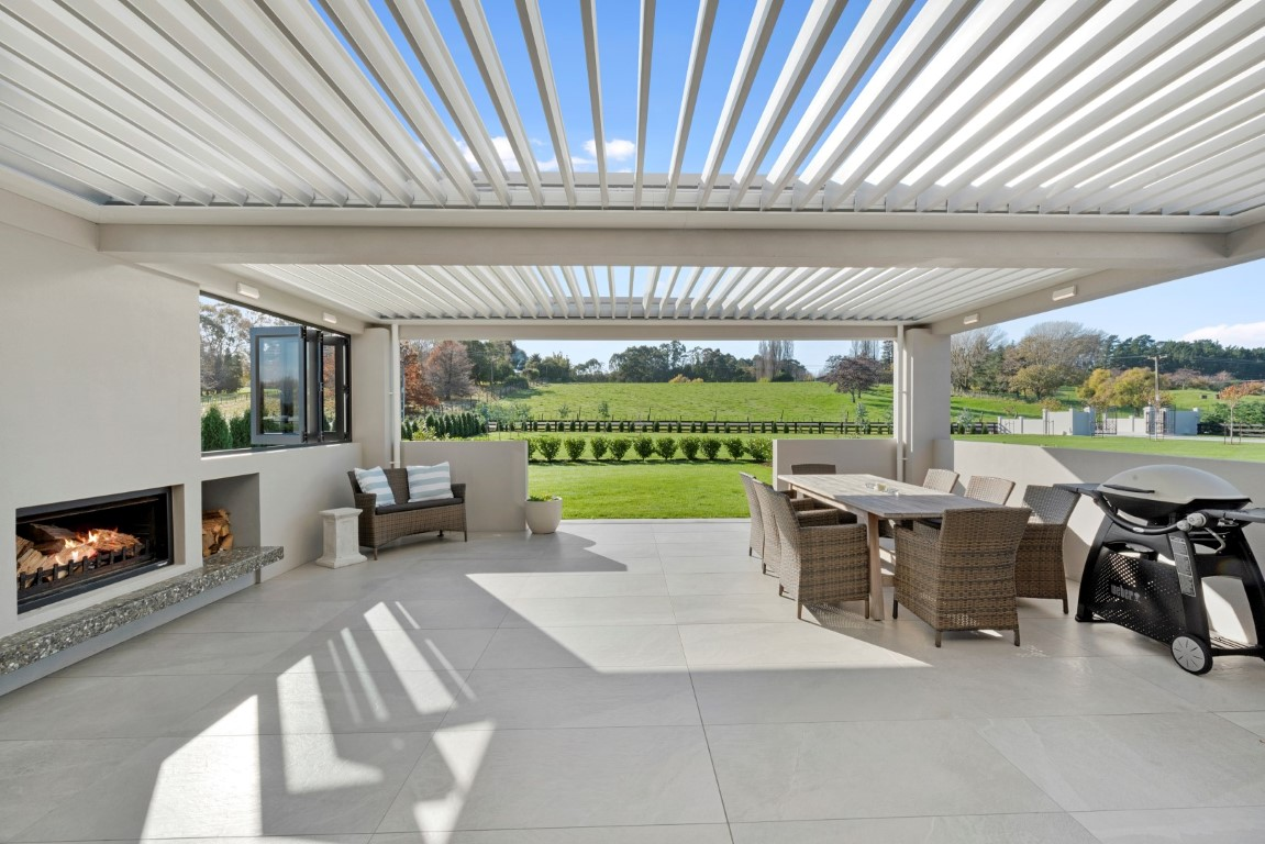 outdoor-area-design-louvre-roof-opening-fire-tiled-arcline-architecture